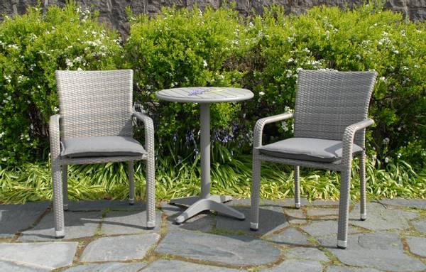 Bilde av Plaza sett 2 stablestoler+bord Ø60 cm - gråbeige/betonggrå