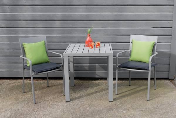 Bilde av Roma sett 2 stablestoler+bord 70x70 cm - betonggrå