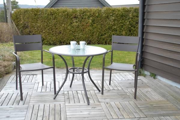 Bilde av Roma sett 2 stablestoler+bord Ø87 cm - mokka